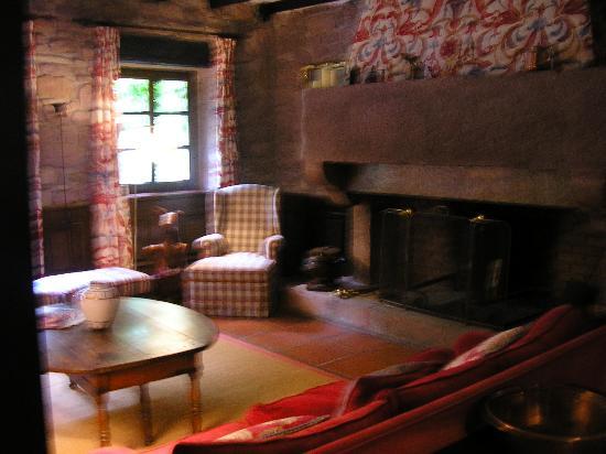 Hotel Senorio de Ursua : Lounge, one of several areas