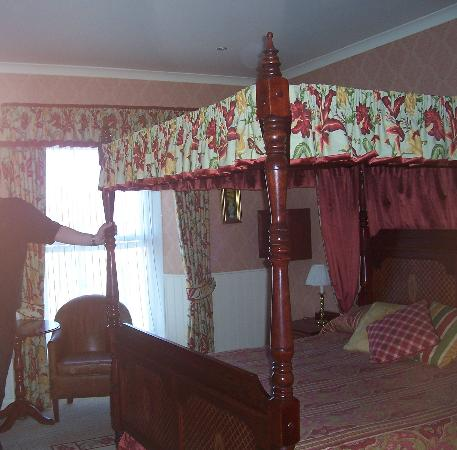 La Trelade Country House Hotel: Four poster bed