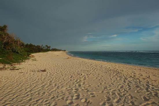 Sumba Nautil Resort: plage de Marossi