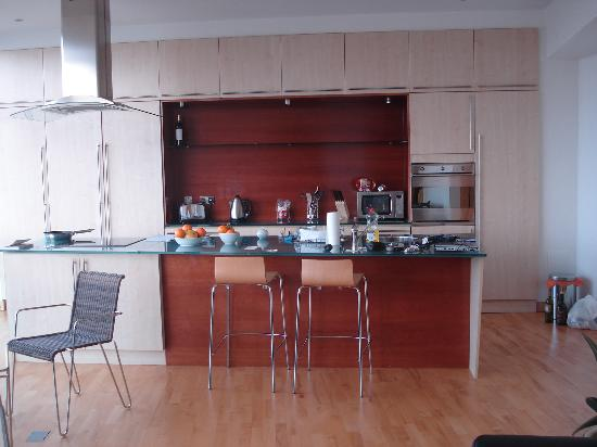 Glasgow Loft Apartments: Kitchen - just like shown on the website.