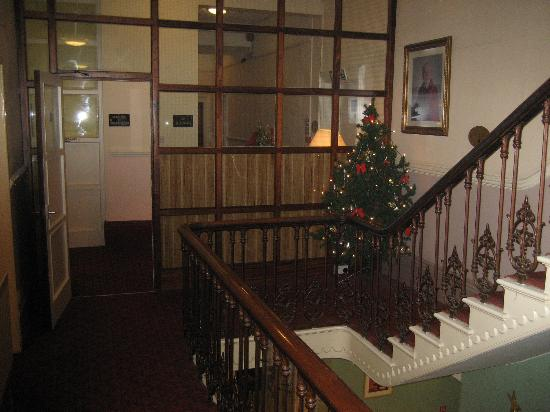 Crown Hotel: Internal view - main landing
