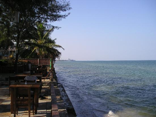 Baan Talay Dao Resort : The tables at the restaurant, Hua Hin city in the far back