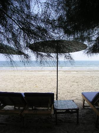 Baan Talay Dao Resort: The beach to which you can take the shuttle bus
