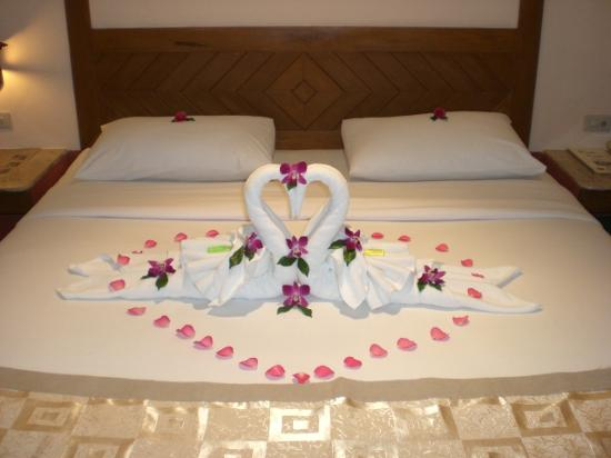 Pacific Club Resort : Our bed upon arrival
