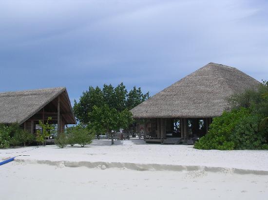 COMO Cocoa Island: Bar (left) and restaurant (right)
