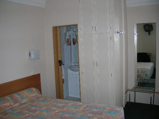 Hotel Vivienne: One corner of room