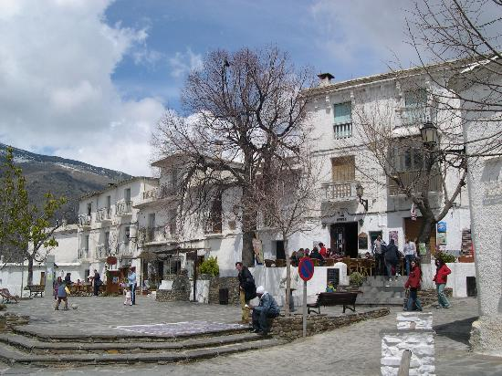 Finca los Llanos: The village square is very attractive
