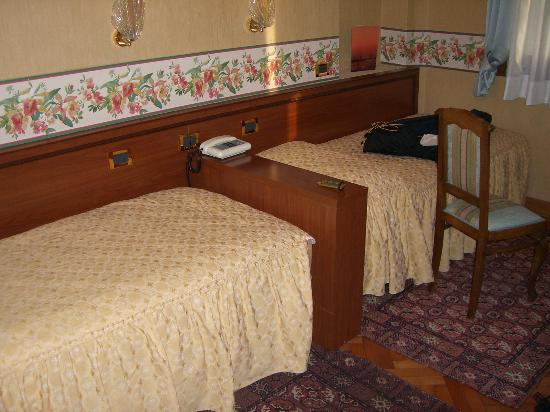 Riviera Hotel: Hotel room