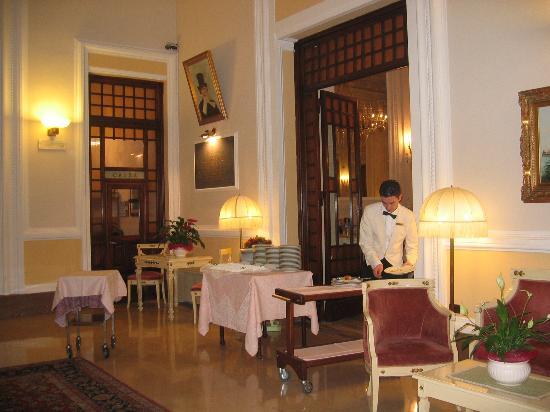 Grand Hotel Plaza & Locanda Maggiore: Mauricio preparing my dinner!