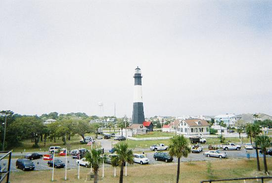 Tybee Island Lighthouse Museum: View of lighthouse from museum