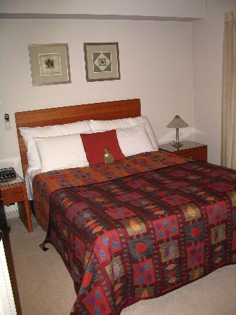 Ringwood Royale Apartments Hotel: Main Bedroom