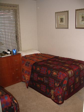 Ringwood Royale Apartments Hotel: Second Bedroom