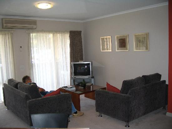 Ringwood Royale Apartments Hotel: Lounge Area