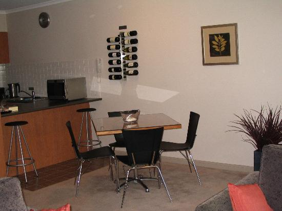 Ringwood Royale Apartments Hotel: Dining Area