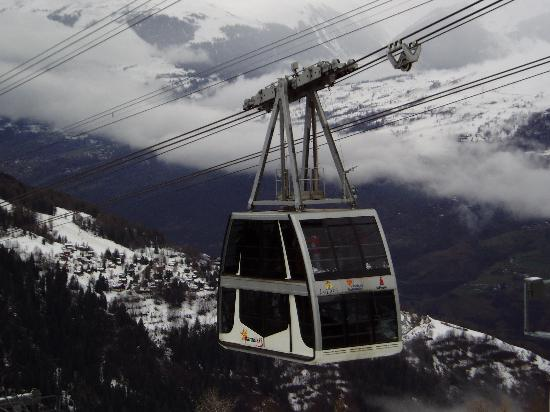 Macot-la-Plagne, Frankrig: Cable car from La Place to Les Deux Alpes