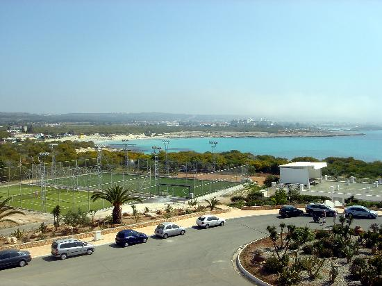 Asterias Beach Hotel : and in a sunny day