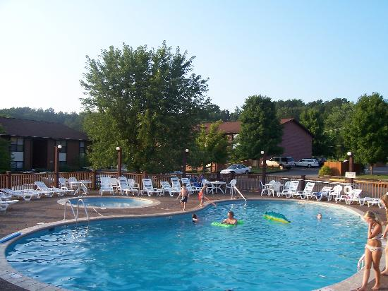 Oakmont Resort: outdoor pool