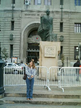 Santiago, Chile: Estatua de Allende en La Moneda