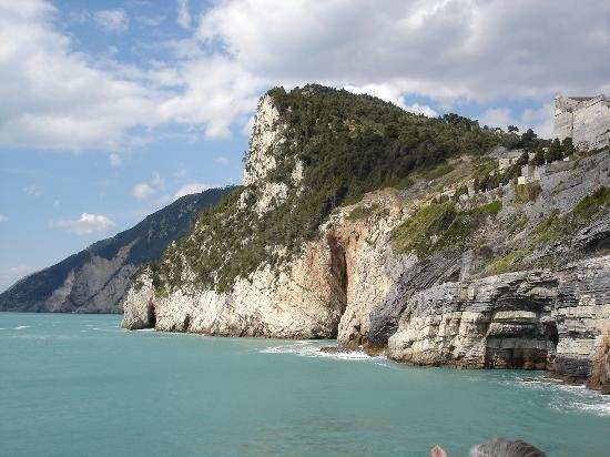 https://media-cdn.tripadvisor.com/media/photo-s/00/1d/64/3a/portovenere.jpg
