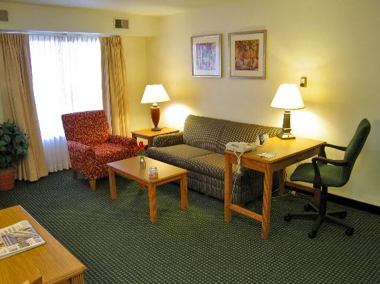 Residence Inn Madison East: Suite 300 sitting and work areas