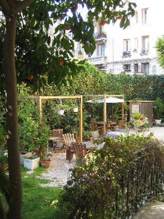 Nice Garden Hotel: A nice garden shot!