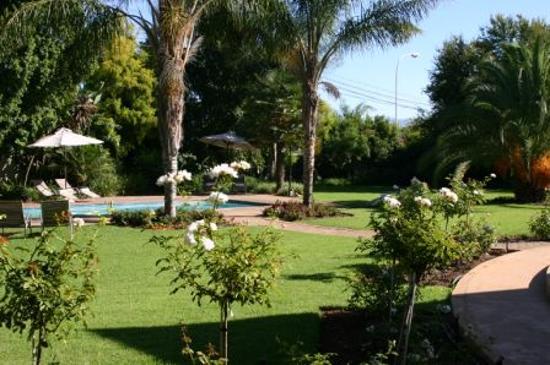 Hlangana Lodge: Grounds of Hotel