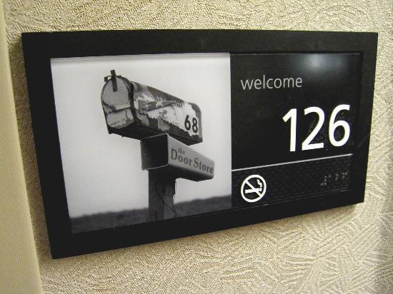 Hampton Inn Minneapolis / Eagan: Room 126 welcome and room number