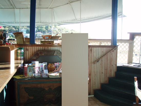 St. John Inn: lobby