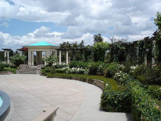 Sheraton Addis, a Luxury Collection Hotel: Outdoor gardens