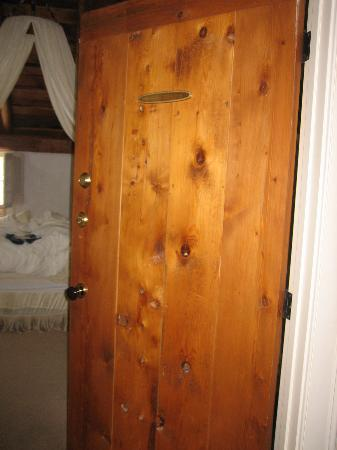 The Inn at Round Barn Farm : Gorgeous wood doors