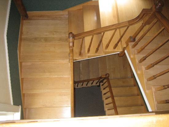 The Inn at Round Barn Farm : Beautiful staircase