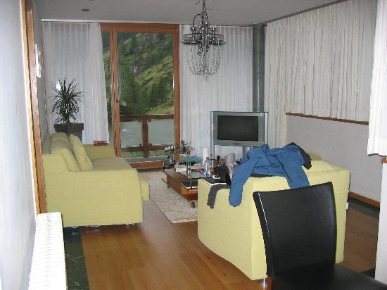 Coeur des Alpes : the first room of the suite/living room