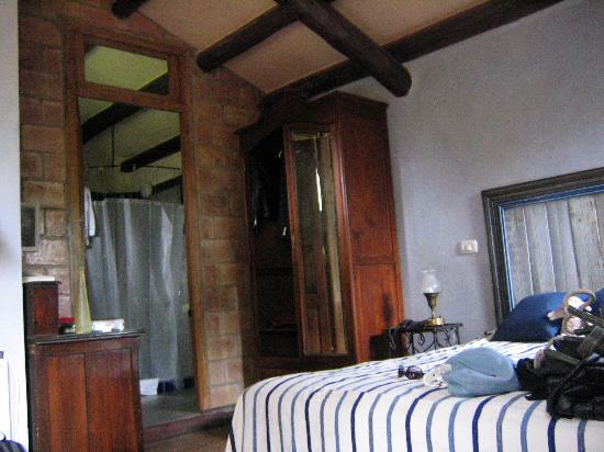 Casa Glebinias: More of the bedroom