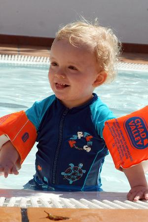 H10 Suites Lanzarote Gardens: Loving the toddler's pool