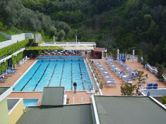 BEST WESTERN Hotel La Solara: view of pool area from balcony
