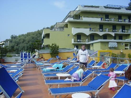 Best Western Hotel La Solara Sorrento: pool terrace area