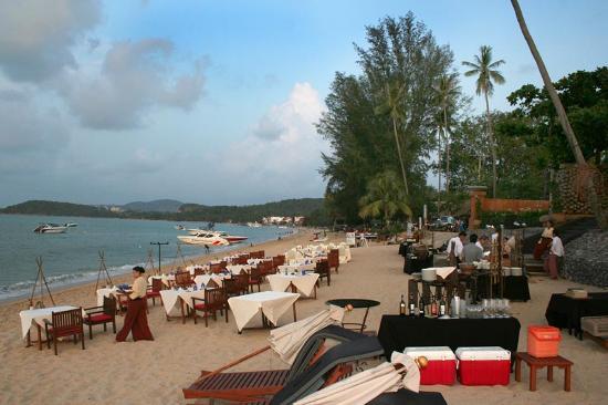 Anantara Bophut Koh Samui Resort : Le buffet sur la plage.