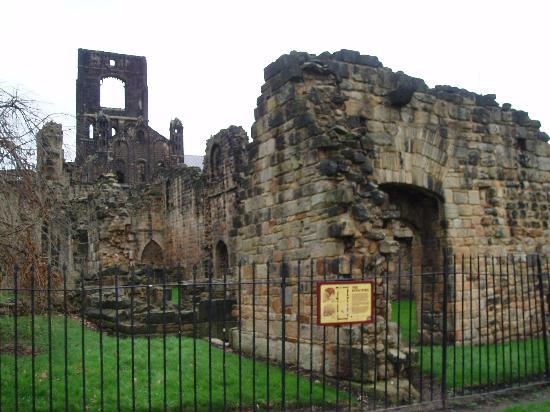 ‪לידס, UK: leeds-kirkstall abbey‬