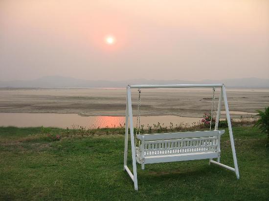 Bagan Thiripyitsaya Sanctuary Resort : Sunset at Thiripyitsaya Sakura Hotel