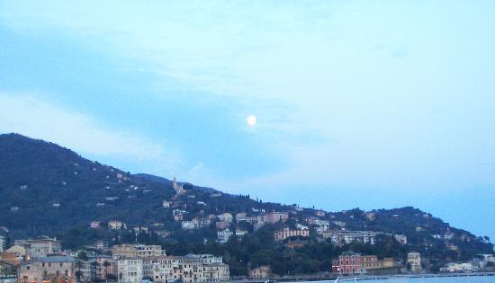 Hotel Riviera : Beautiful moon