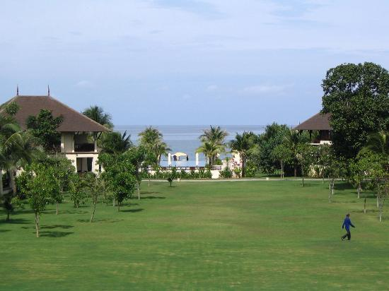 Layana Resort and Spa: Gardens.