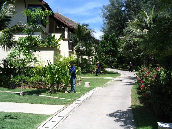 Layana Resort and Spa: Outside standard room block.