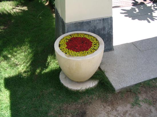 Layana Resort and Spa: Decoration around the Hotel.