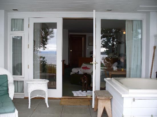 Sooke Harbour House Resort Hotel: Balcony to Fisherman's Room