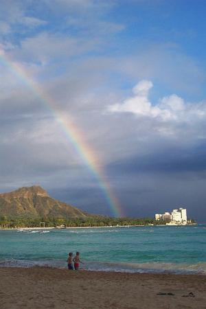 Oahu, Hawaï: Keiki (kids) on the beach in Waikiki