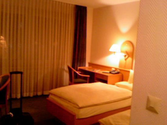 Hotel Kulmbacher Hof: Hotelzimmer (leider schlechte Auflösung, da Handy-Foto)