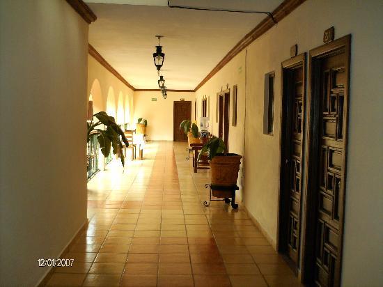 Hotel Posada Cocomacan: Pasillos