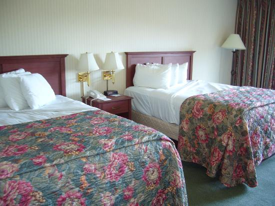 Red Lion Hotel on the River - Jantzen Beach: Queen beds