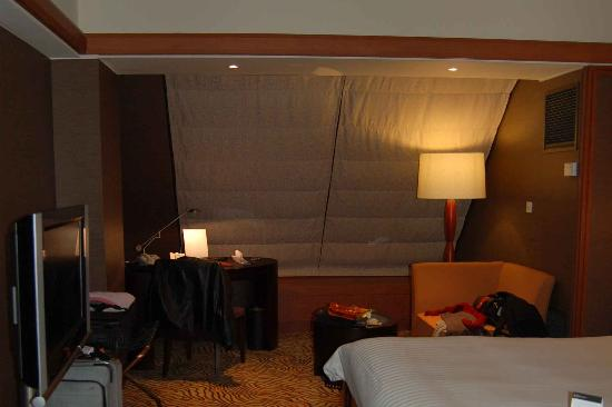 Grand InterContinental Seoul Parnas: On the 15th floor, the windows slope and makes the place a little cramped