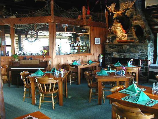 Log Cabin: An Island Inn: Log Cabin Inn Dining Room